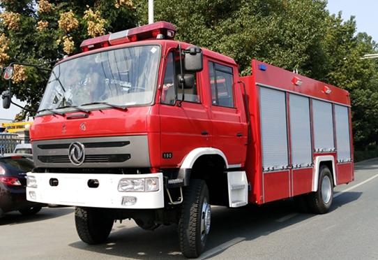 东风四驱6吨森林消防水罐车