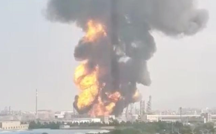 珠海化工厂爆炸:40辆ballbet体育官网到达现场化企安全生产警钟长鸣